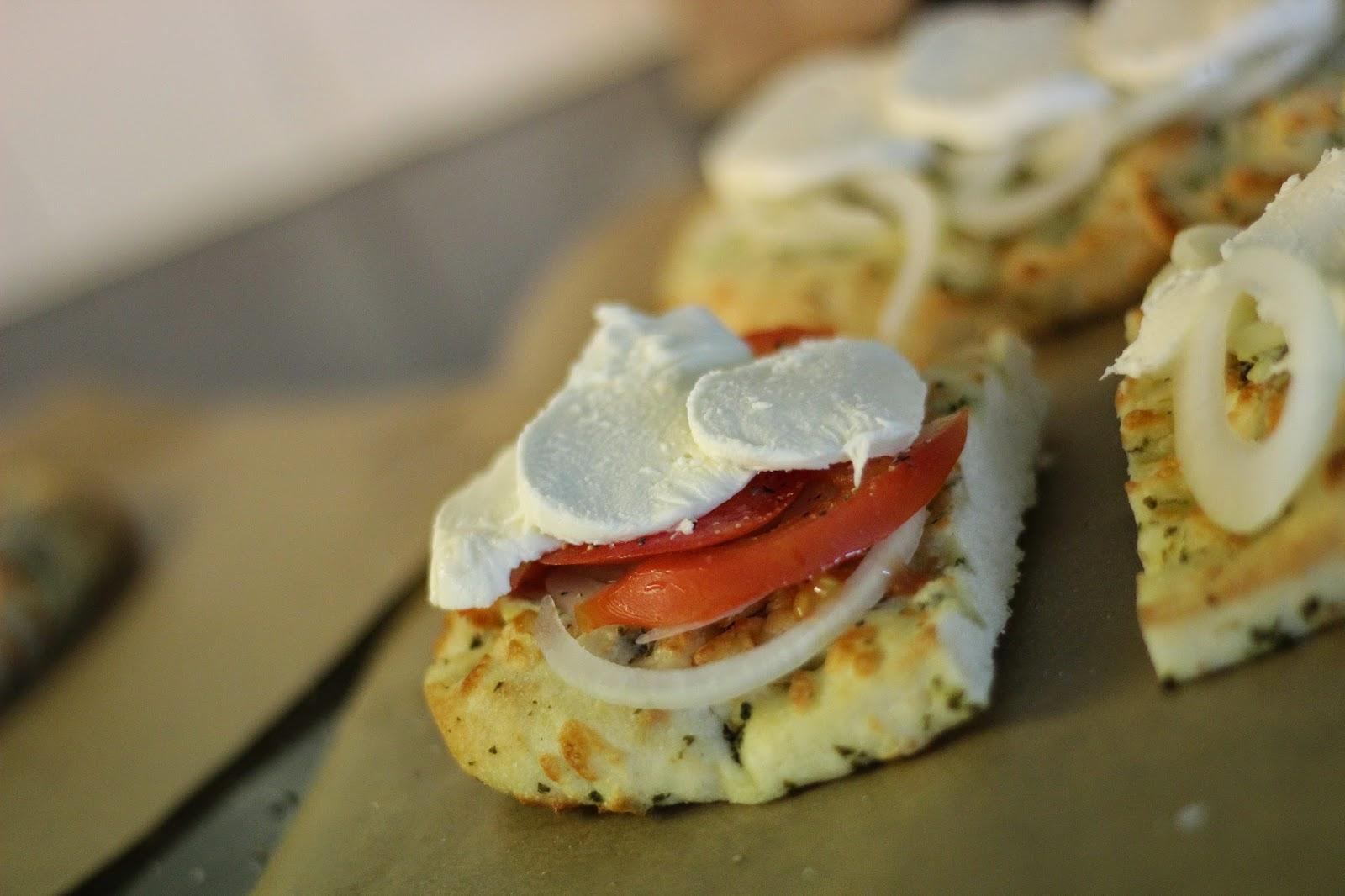 recept focaccia mozarella tomaat ui