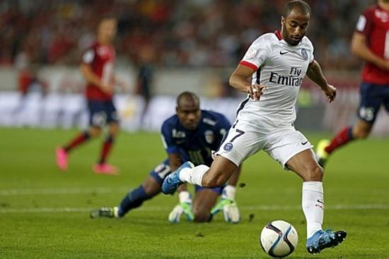 Após boa triangulação no meio, Lucas deixa Enyeama no chão antes de marcar pelo PSG