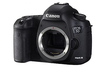 Vista frontale della Canon EOS 5D Mark III