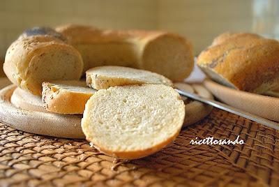 Ciambella di pane al latte intrecciata