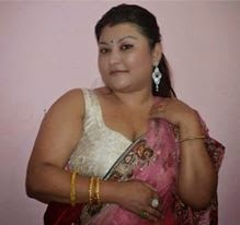 fat indian aunty showing her cleavage in saree   hot4sure