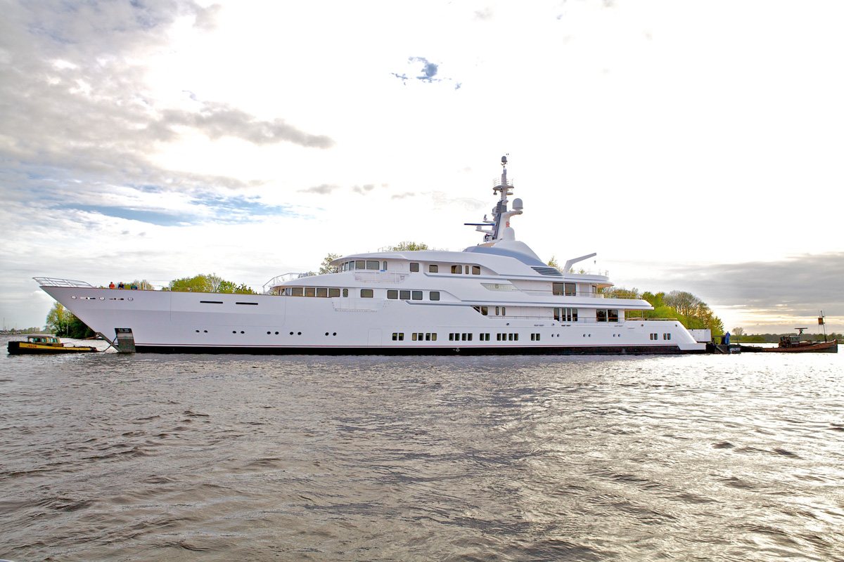 Superyacht HAMPSHIRE II Port Side