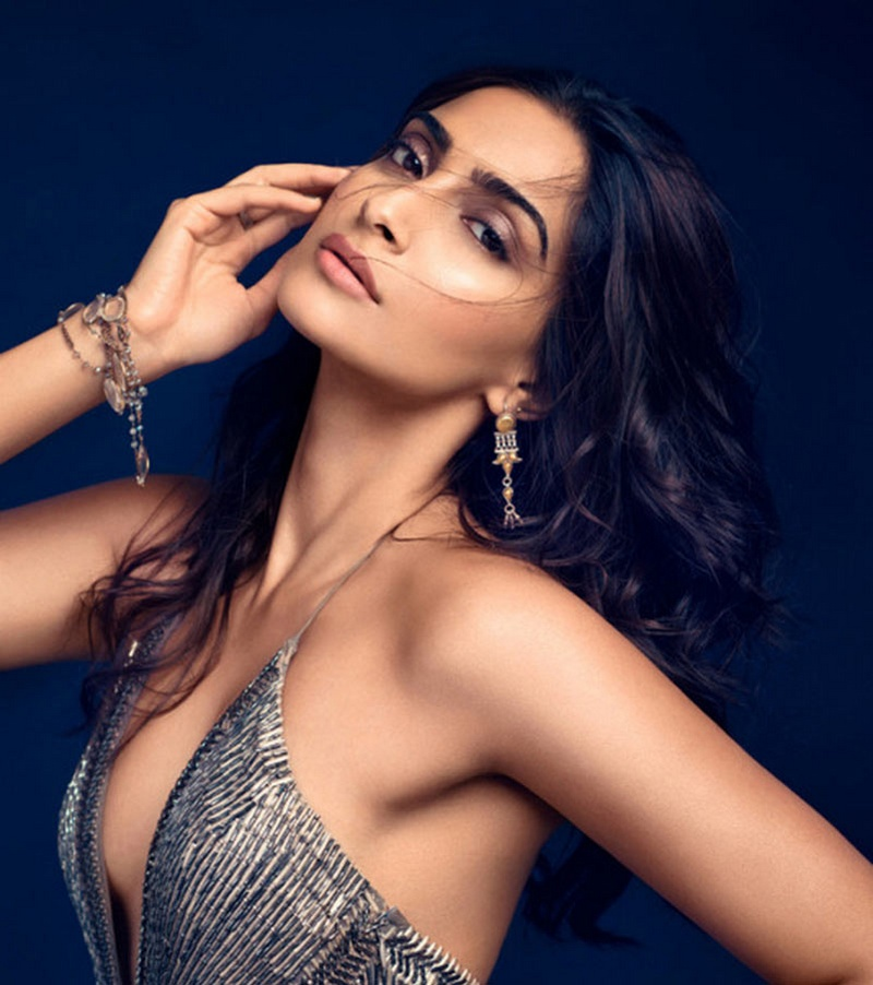 sonam kapoor hot poses for prestige