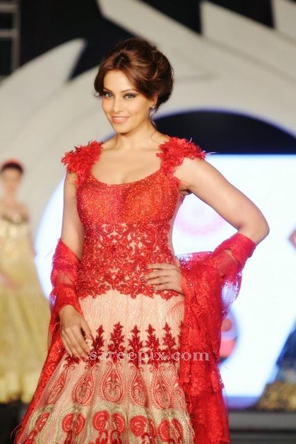 Bipasha basu in lehenga at Marigold watches fashion show