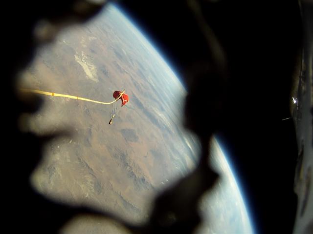 國外高手自製火箭Qu8k衝上36公里外的太空