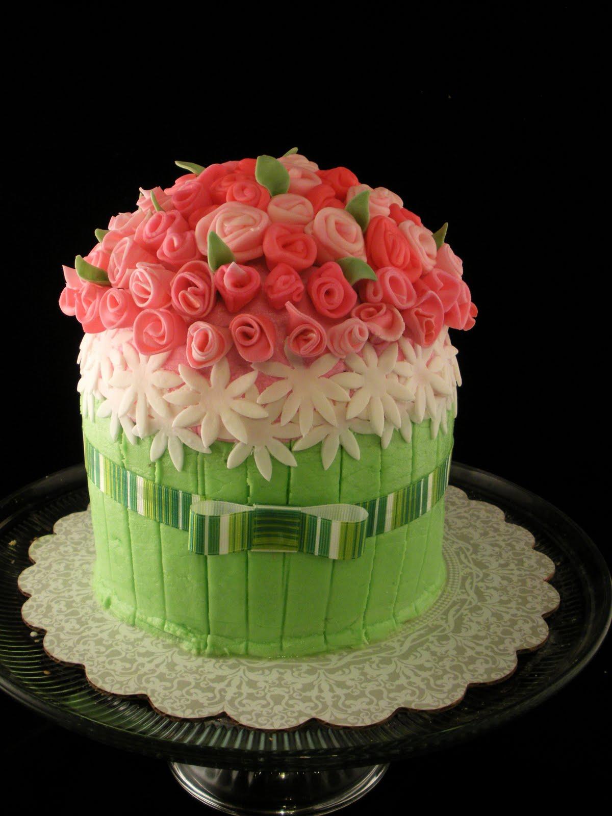 Dorable Bouquet Of Flowers Cake Motif Top Wedding Gowns