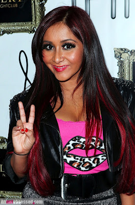 nicole-snooki-polizzi2012-01-11_06-58-15strikes-a-pose-at-planet-hollywood