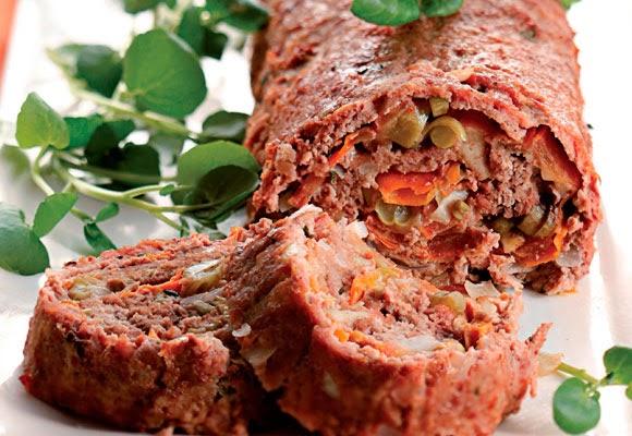 Rocambole de carne com legumes e queijo light