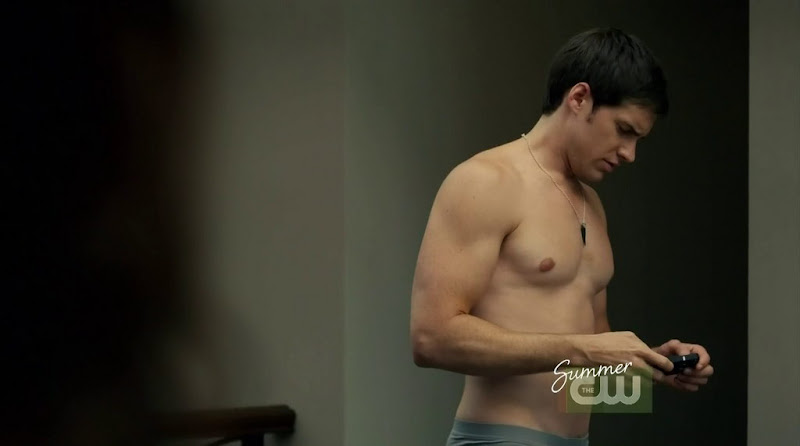 Jonathan Patrick Moore Shirtless in The L.A. Complex s2e05