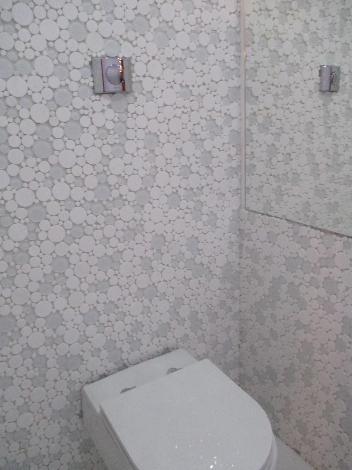 banheiro receberá esse revestimento que poderá ser no banheiro #5C4748 1200 1600