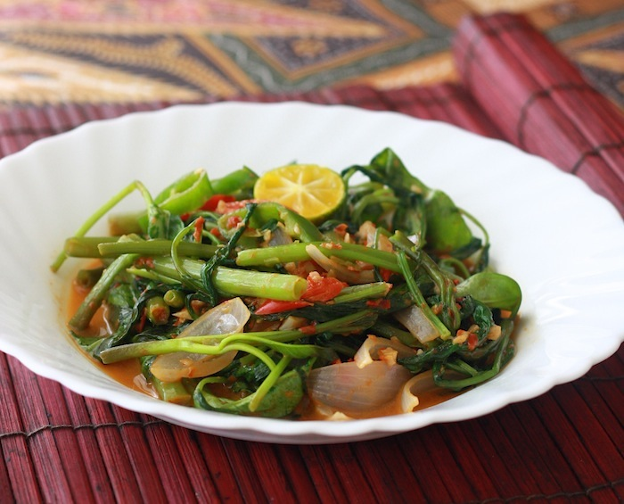 Stir-fried Sambal Kangkong recipe by SeasonWithSpice.com