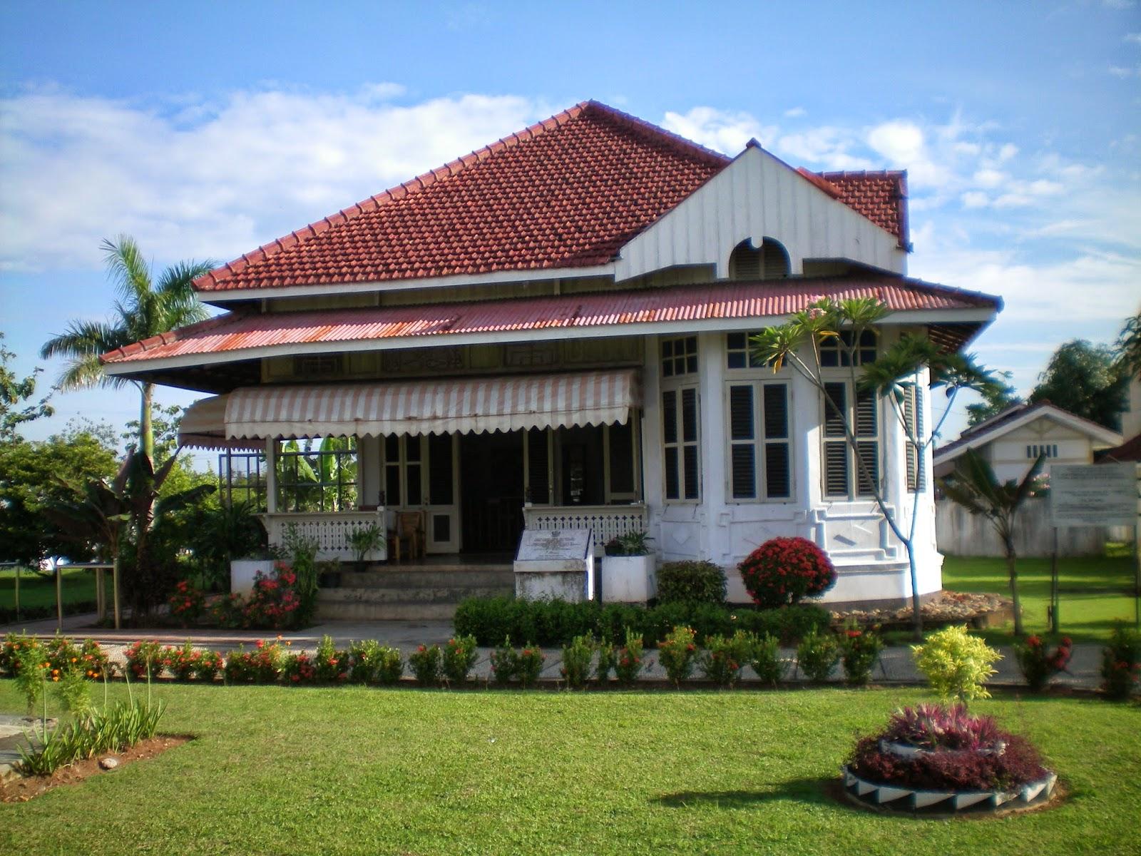 Rumah dan Lingkungan Sekitar Abad Ke-20