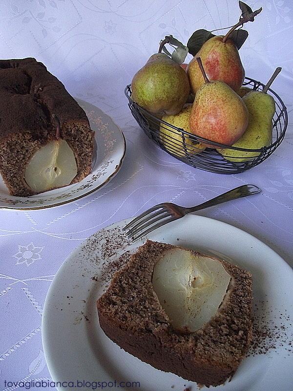 torta con le pere intere