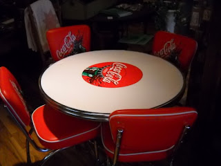 Hidden treasures coca cola table and chairs - Coca cola table and chairs set ...