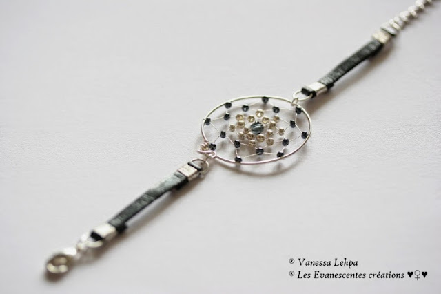 bracelet style ethnique dreamcatcher attrape reves en cuir noir de buffle et en cercle argenté argent tissé de perles traditionnelle