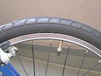 タイヤの側面をチェック