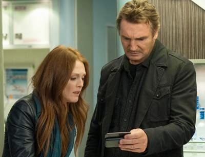 Julianne Moore and Liam Neeson in Non-Stop