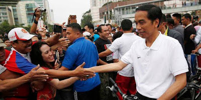 Ilustrasi Foto Kesederhanaan Presiden Jokowi menyapa rakyat Indonesia