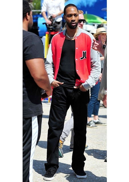 celebrity heights how tall are celebrities heights of celebrities how tall is rza. Black Bedroom Furniture Sets. Home Design Ideas