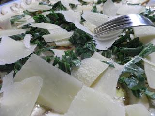 insalata di funghi, rucola e parmigiano