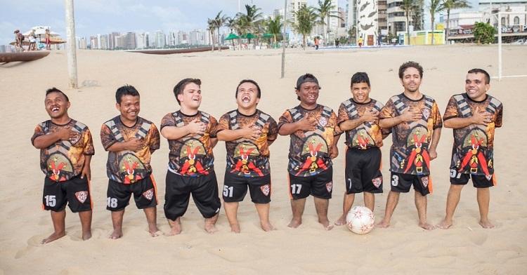 Fotos de anões na praia de Iracema em Fortaleza/CE