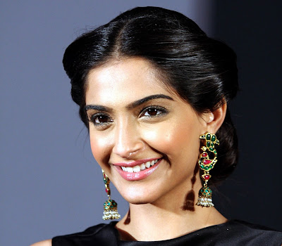 Stylish gorgeous Sonam kapoor ramp walk at loreal fashion show