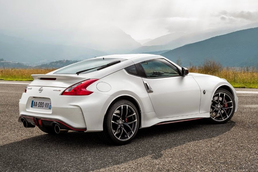 nissan updates the 370z nismo for 2015 autoesque. Black Bedroom Furniture Sets. Home Design Ideas