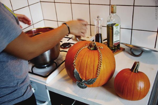 aliciasivert, alicia sivertsson, harry potter halloween party, fest, pumpa, pumpor, pumpkins, fawkes, fågel fenix, necklace, halsband, spis, stove