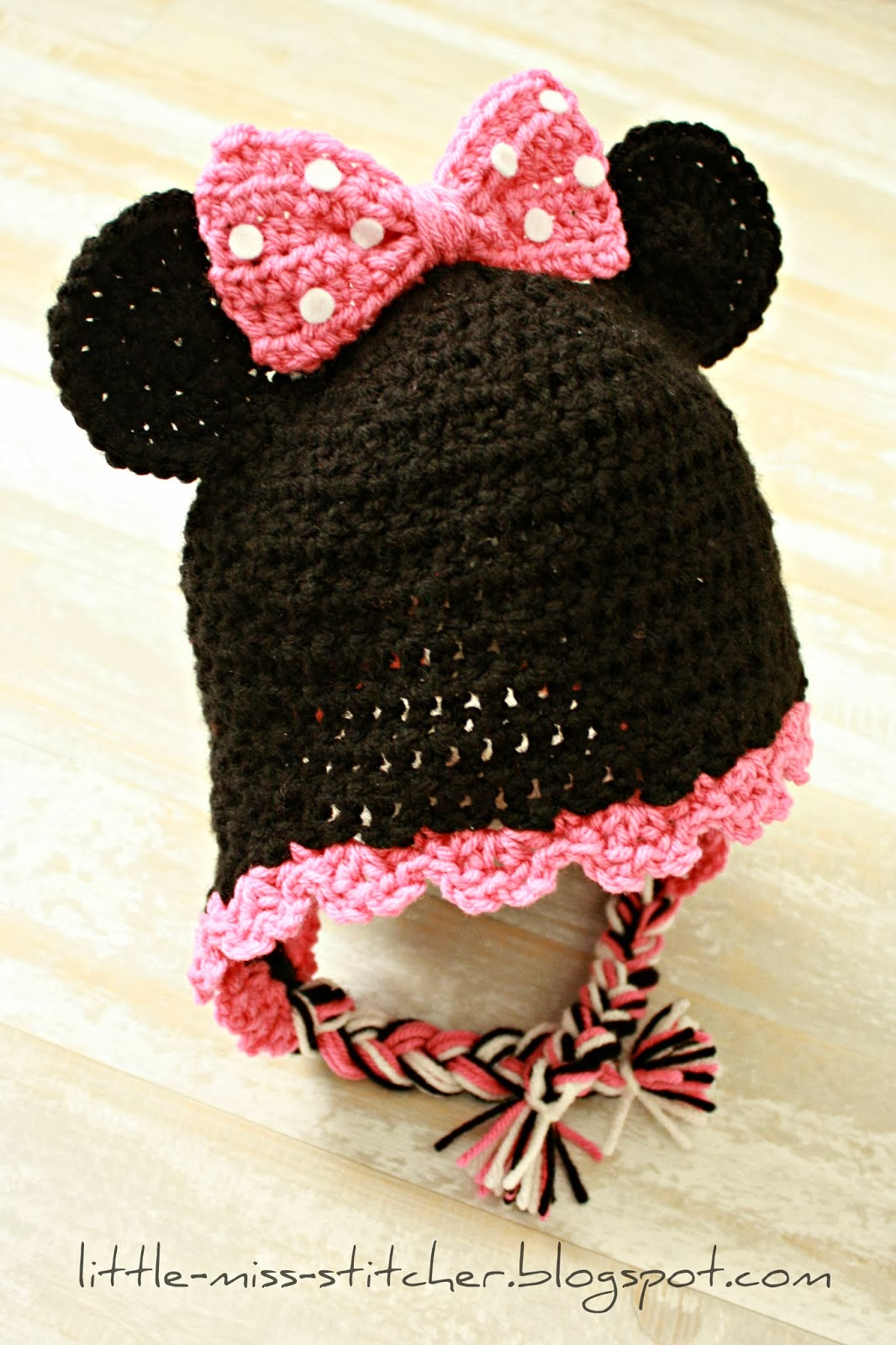 Little Miss Stitcher: Toddler Crochet Minnie Mouse Earflap Hat