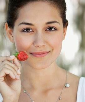 Alasan membuat masker dari strawberry adalah, karena Strawberry ...