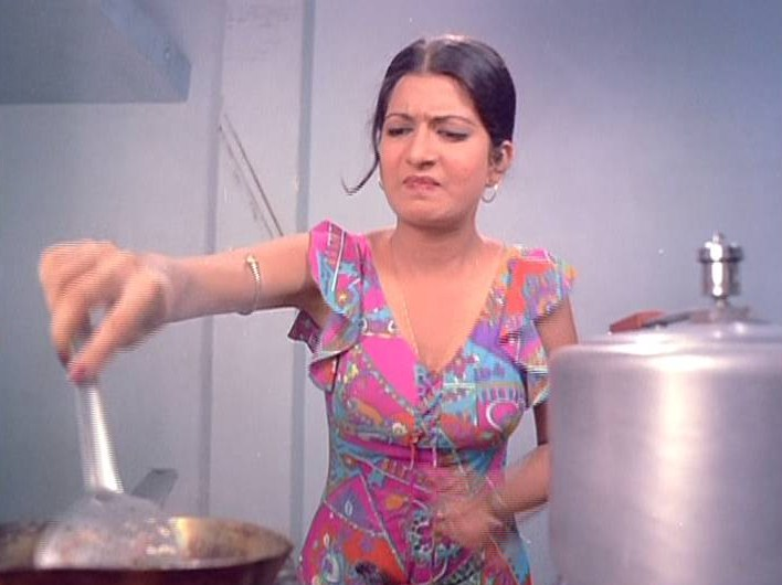 Bollywood Movie Fashion Nazneen In Chalte 1976