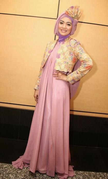Hijab Cantik Ala Nuri Maulida