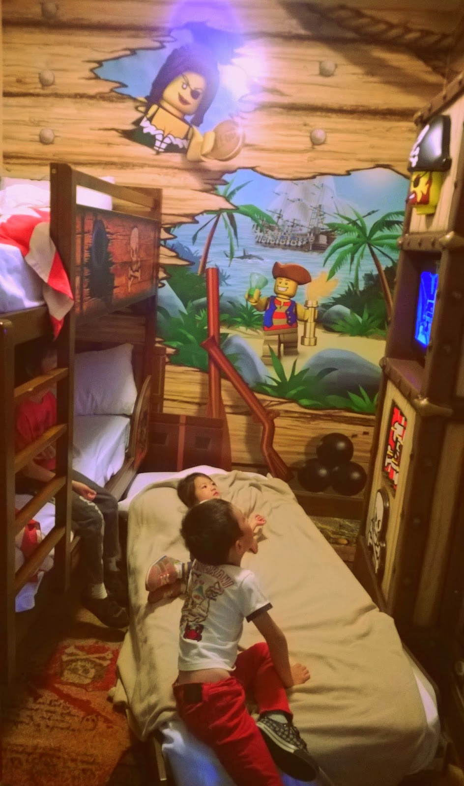 Legoland hotel pirate theme room
