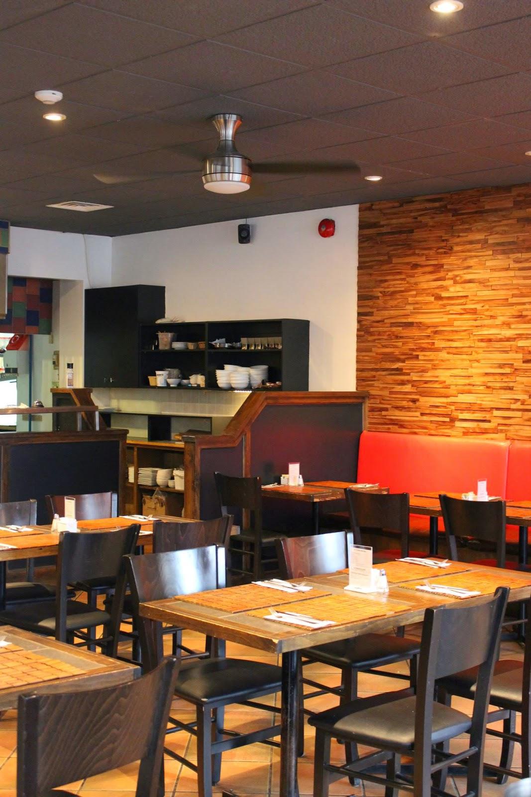 le FLAG bistro-pizz Flagrant Délice restaurant tables