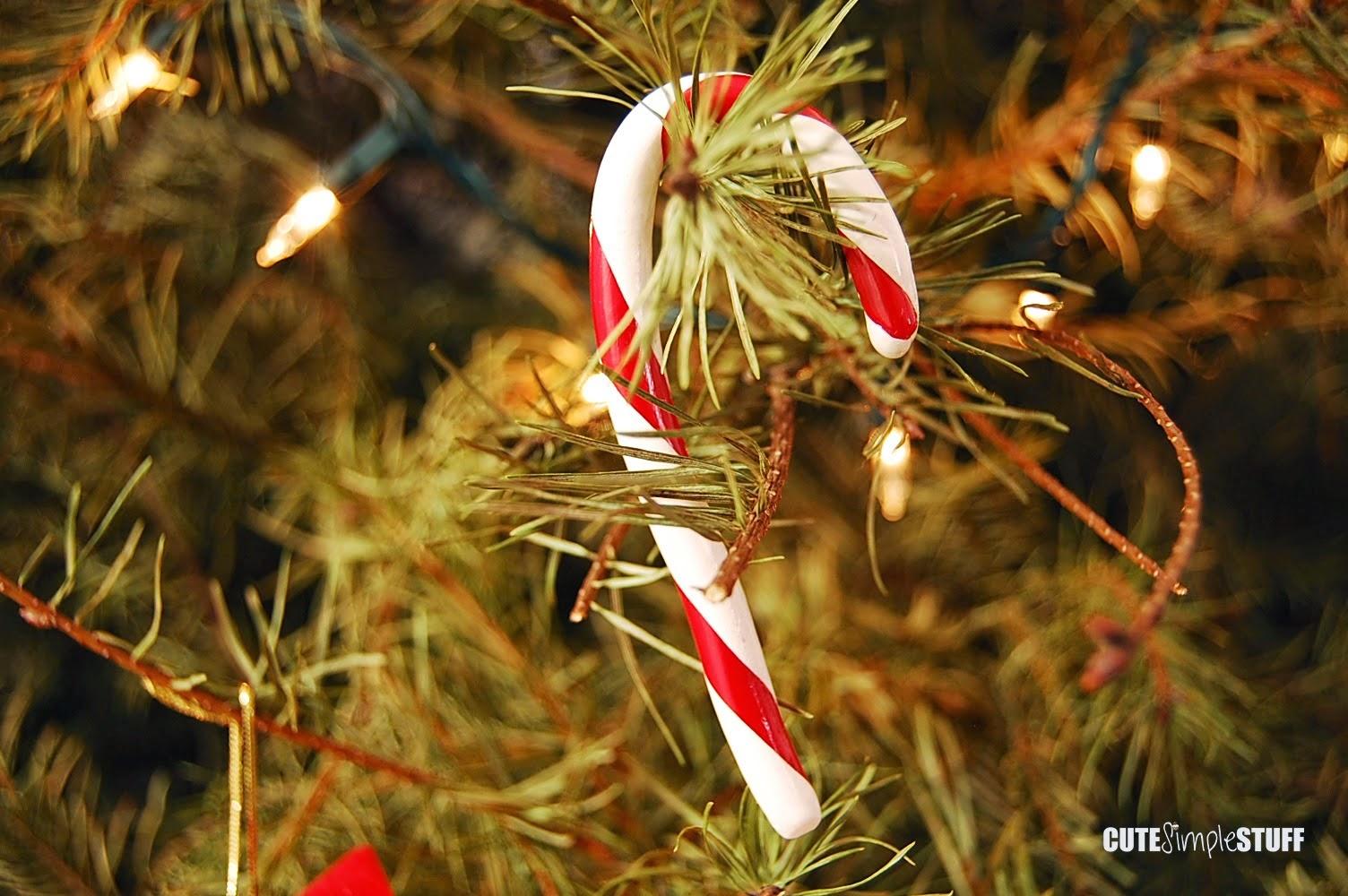 http://www.cutesimplestuff.com/2014/12/christmas-ornaments.html