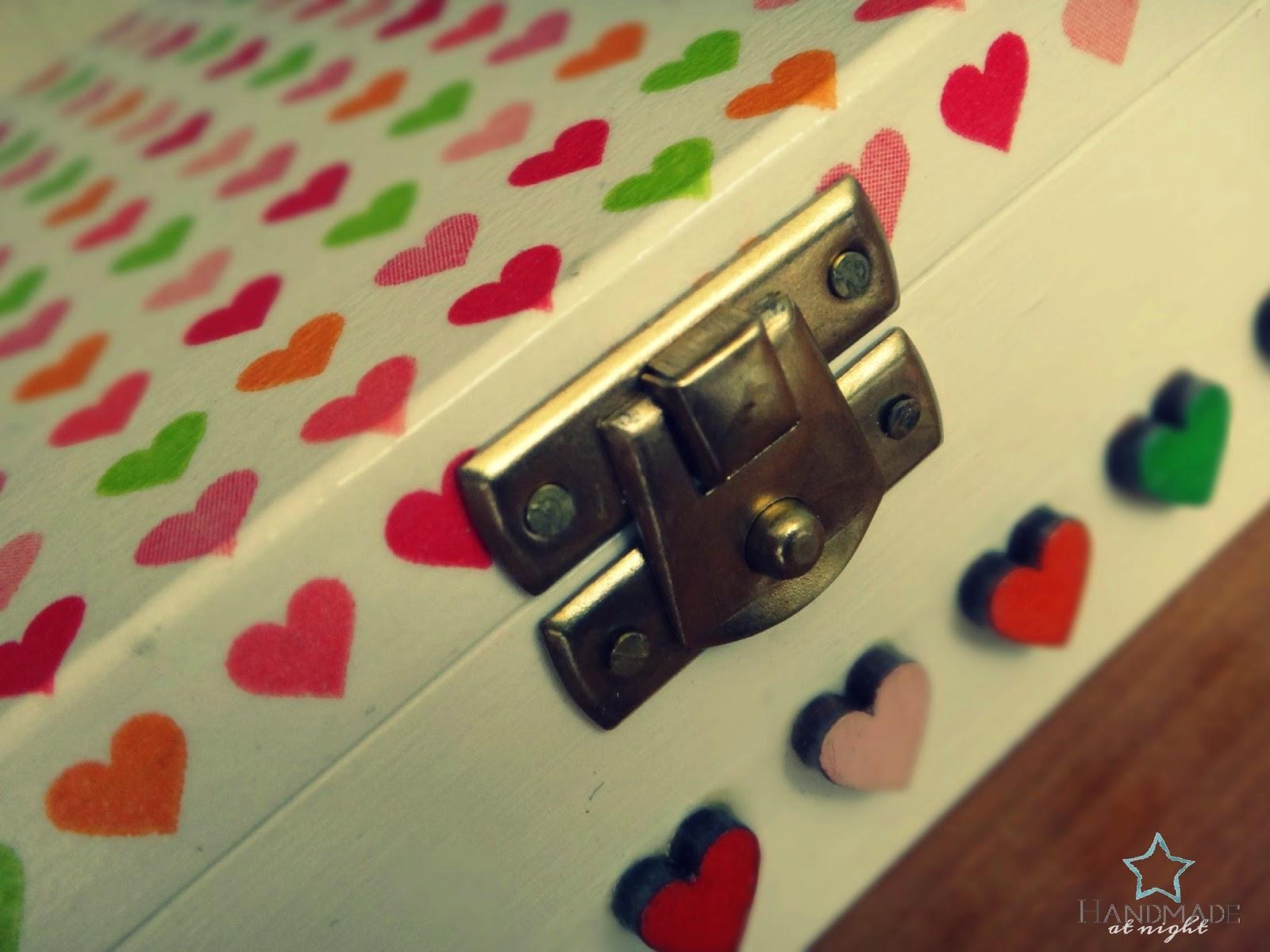 Pudełeczko w serduszka, memory box, na biżuterię