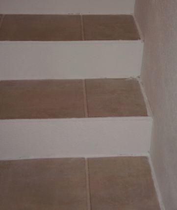 plain white eine treppe renovieren. Black Bedroom Furniture Sets. Home Design Ideas