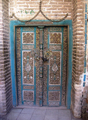 Persian doors are doors to a new world of aesthetic experience. Each door in its minimalist design represents a unique personality. & The minimalist designs of old Persian doors | ArtAct Pezcame.Com