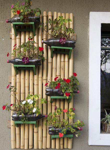 Reciclando todo y mas jardineras con botellas pet - Jardineras con bambu ...
