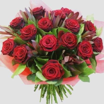 μπουκέτο με κόκκινα τριαντάφυλλα