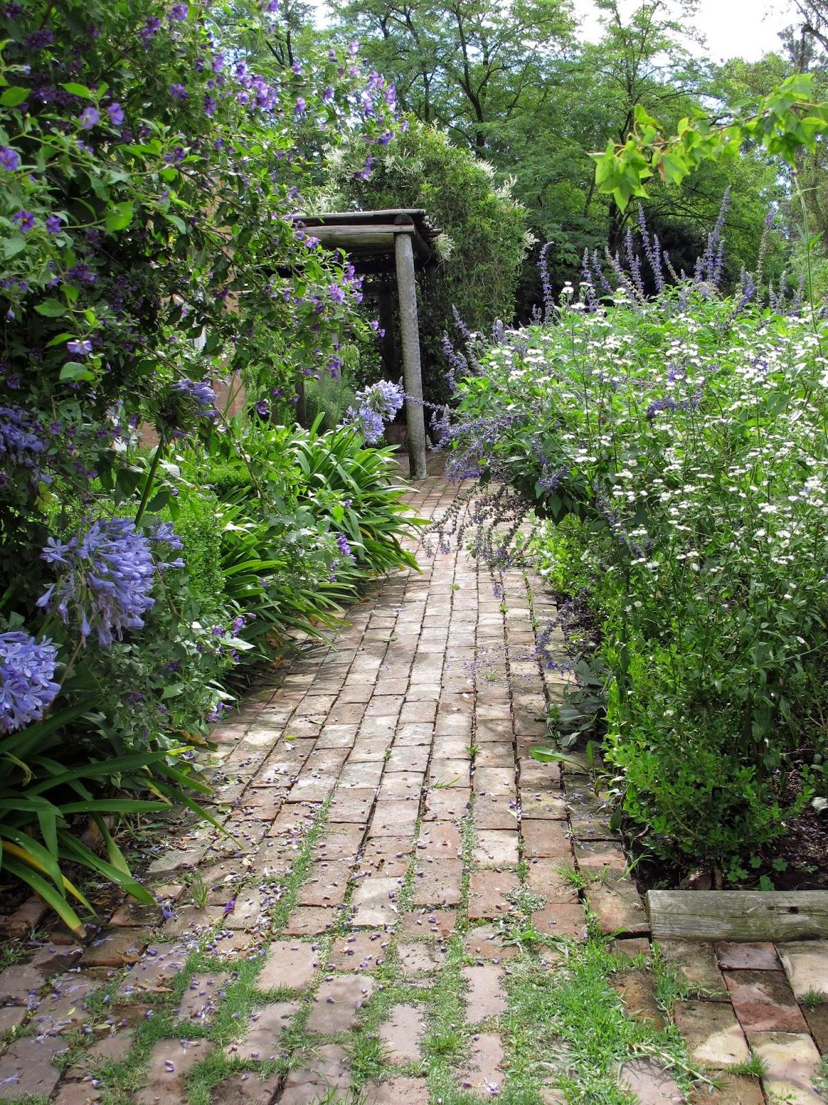 En el jardin san fiacre y yo un solo coraz n for Jardin 81 treinta y tres