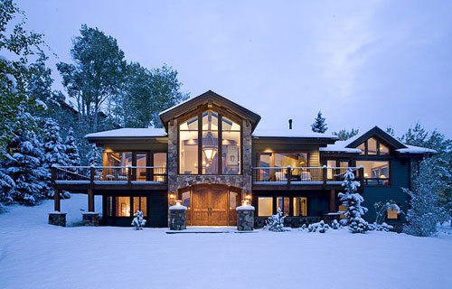 Mountain house outdoor decor luxury lifestyle design for Luxury mountain home plans