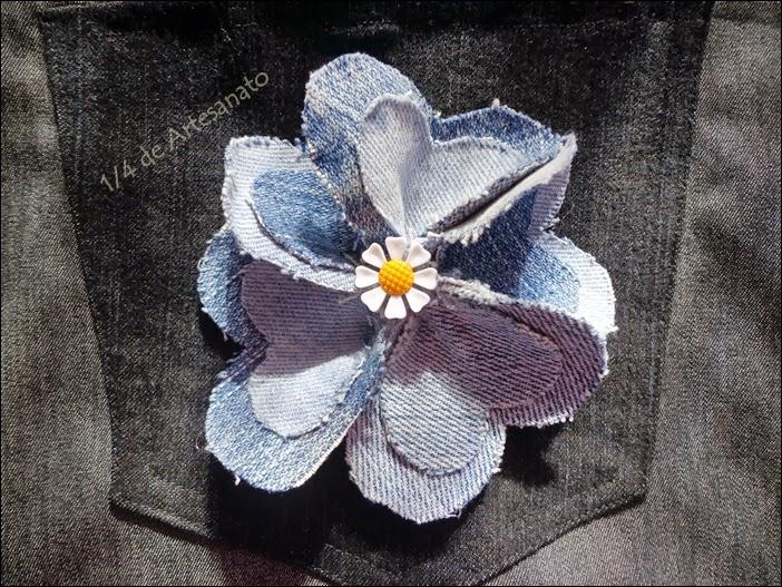 flor confeccionada com jeans reciclado