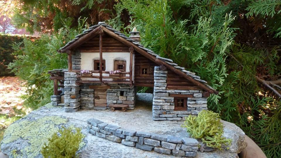 Case Di Montagna In Legno : Vecchia casa di legno abbandonata in serbia fotografia stock
