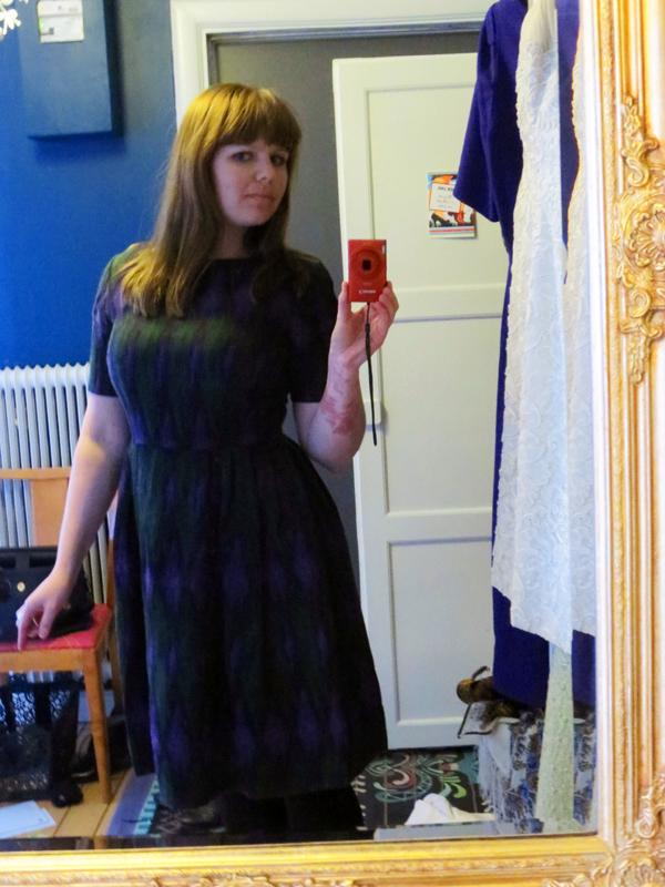 Vintageklänning lila grön påfågel