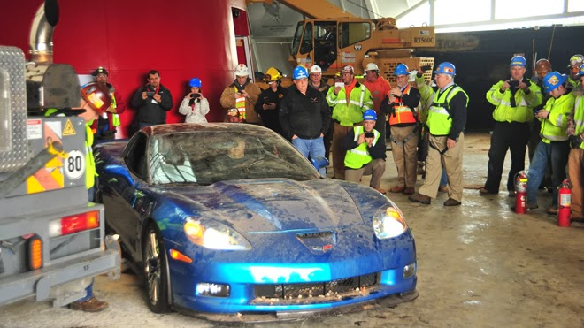 Corvettes Begin To Be Rescued From Sinkhole