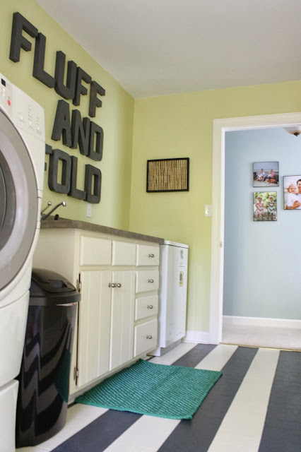 DIY Laundry Room Makeover by Designer Trapped in a Lawyer's Body {www.designertrapped.com