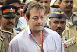 National news, Mumbai, Sanjay Dutt, White kurta, Jeans, Red tilak, Forehead, Surrendered, Mumbai court, Chaos, Court, Hundreds of people, Cameramen, Crowded, Car.