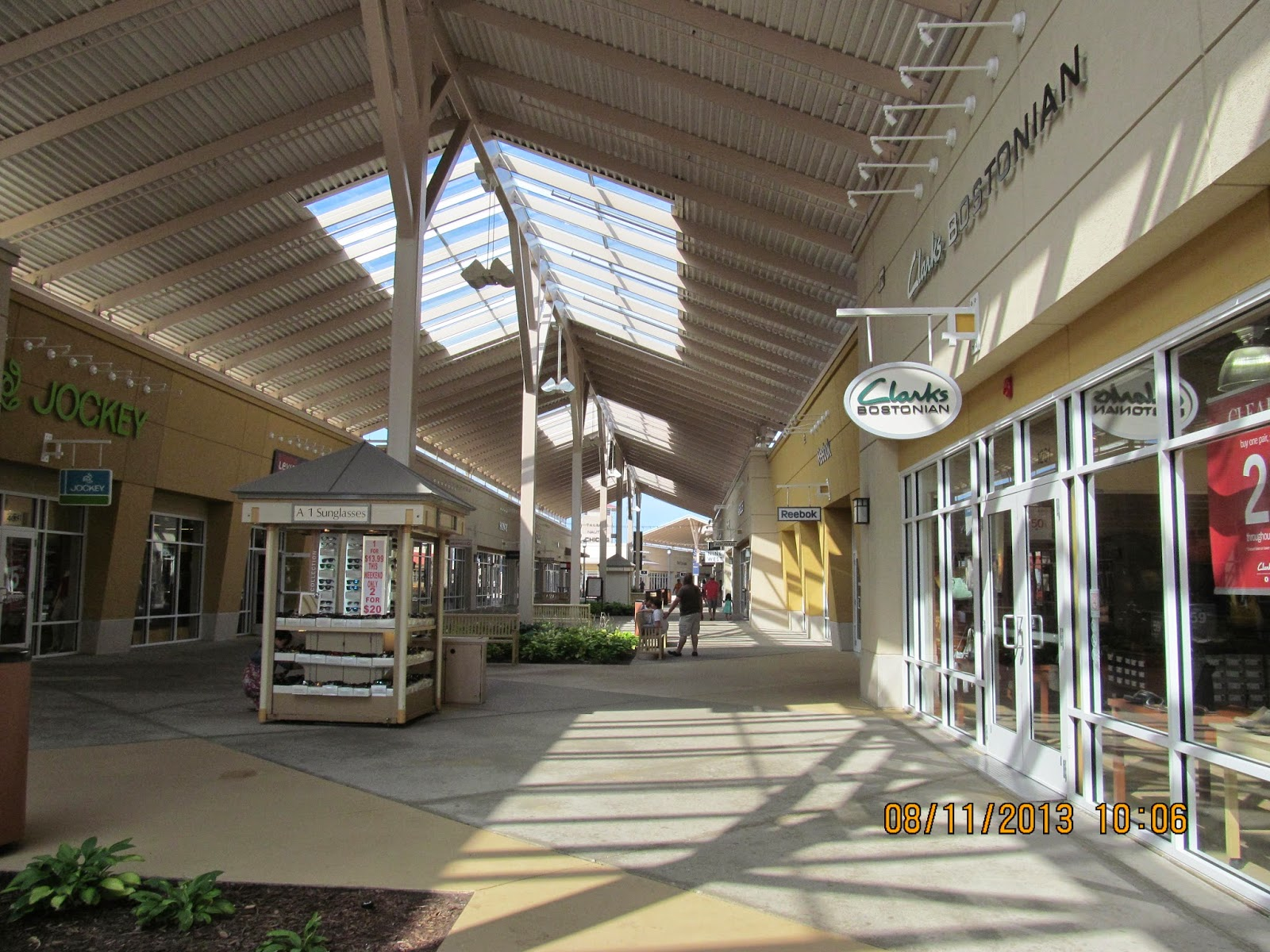 Aurora Farms Premium Outlets is an outlet center located in Aurora, Ohio. The center is owned by Premium Outlets, a subsidiary of Simon Property Group, 3/5(61).