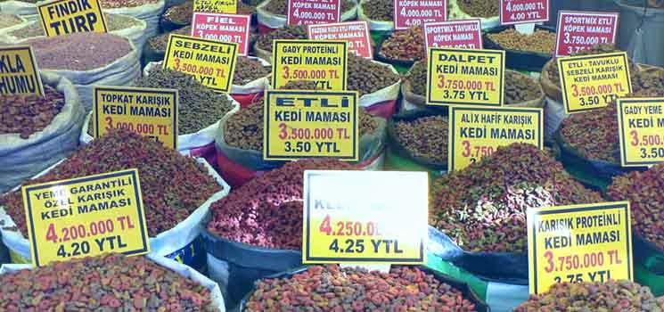 Makanan kucing di pasar Turki